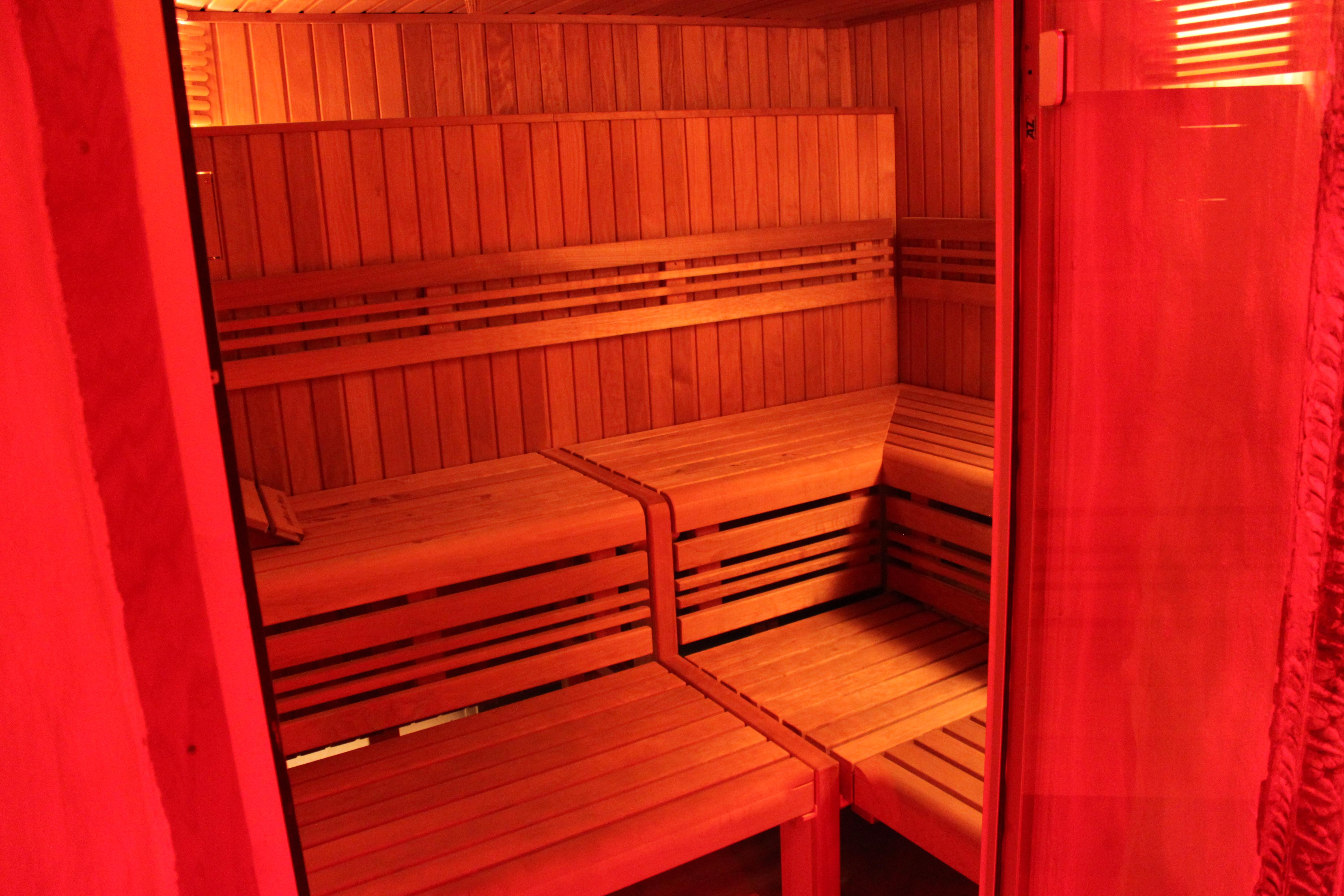 sauna hammam jacuzzi starcity sauna libertin ouvert tous. Black Bedroom Furniture Sets. Home Design Ideas